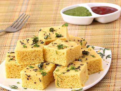 Dhokla with hari chutney